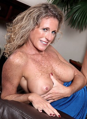 Perky Tits Moms Porn Pictures