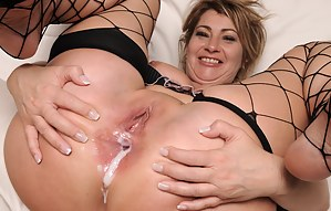 Moms Anal Creampie Porn Pictures