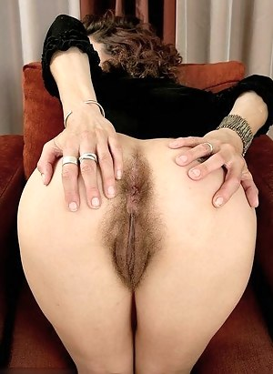 Moms Spread Ass Porn Pictures