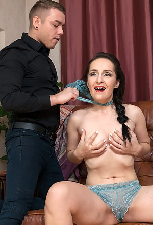 Moms Choking Porn Pictures